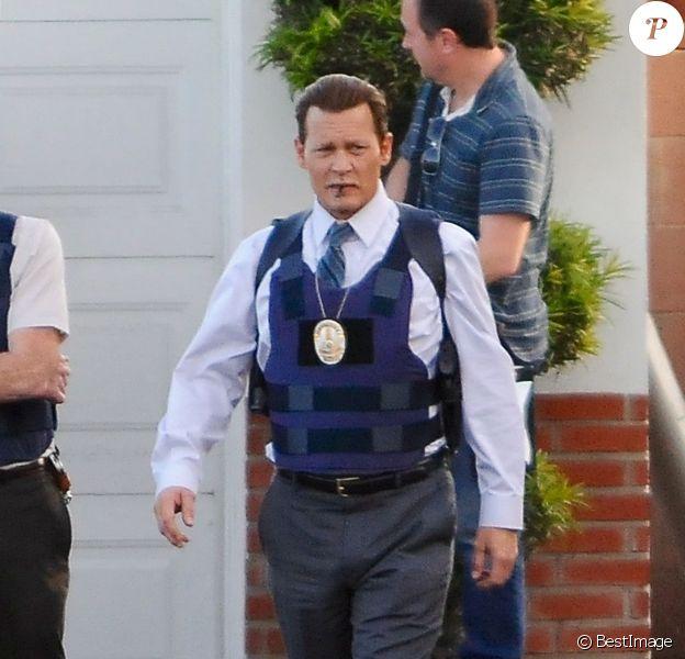 Exclusif - Johnny Depp sur le tournage du film Labyrinthe à Los Angeles. Johnny Depp a été choisi pour jouer le rôle de Russell Poole dans le prochain film de Brad Furman, Labyrinthe, révèle le site The Hollywood Reporter. Cetenquêteur de police basé à Los Angeles, décédé en 2015, avait travaillé sur le meurtre de Notorious B.I.G., et avait avancé la théorie de l'implication du producteur Suge Knight (soupçonné également d'être impliqué dans la mort d'Eazy-E par le fils de ce dernier) et de l'officier David Mack, un policier qu'il accusait de corruption, dans la mort du rappeur. Le 17 janvier 2017.