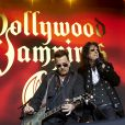 """Johnny Depp et Alice Cooper en concert avec leur groupe les """"Hollywood Vampires"""", dans l'ancienne prison Fængslet à Hornsens, Danemark. Le 1er juin 2016."""