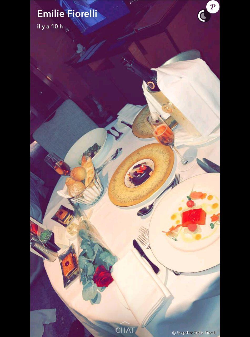 Diner Romantique Pour Emilie Fiorelli Et M Baye Niang Pour La Saint Valentin Snapchat 14 Fevrier 2017 Purepeople