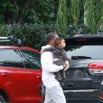Kim Kardashian et Kanye West arrivent chez des amis avec leurs enfants North et Saint West à Los Angeles, le 5 février 2017
