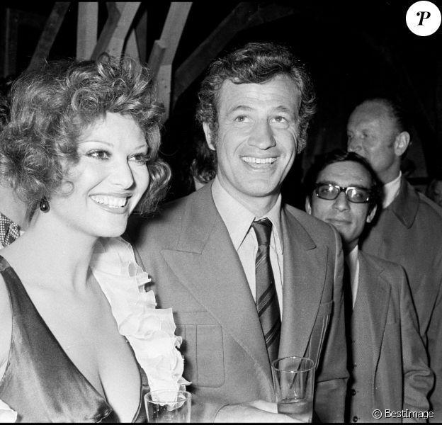 ARCHIVES - JEAN PAUL BELMONDO ET CLAUDIA CARDINALE AU FESTIVAL DE CANNES EN 1972 00/05/1972 - Cannes