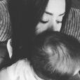 Amel Bent pose avec sa fille Sofia à l'occasion de son premier anniversaire. Février 2017.