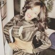 Amel Bent dévoile son ventre plat sur Instagram, le 31 décembre 2016.
