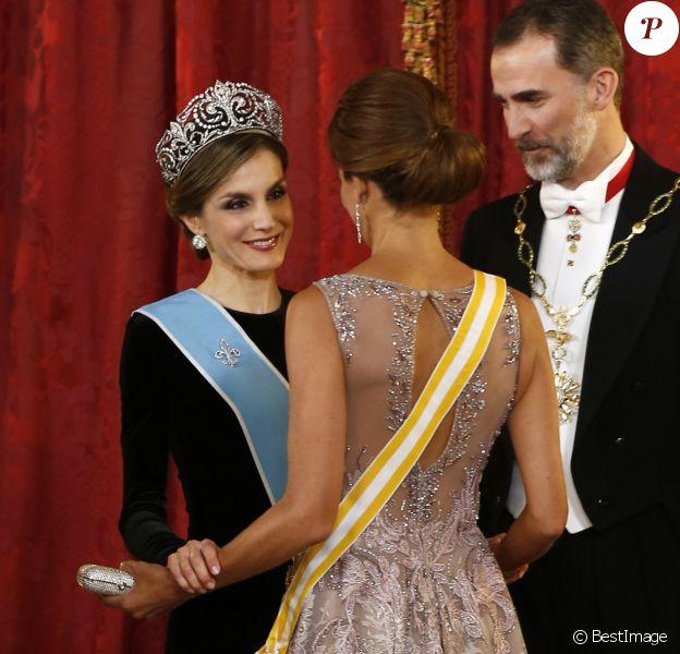 Le roi Felipe VI et la reine Letizia d'Espagne organisaient au palais royal à Madrid, le 22 février 2017, un dîner d'Etat en l'honneur du président argentin Mauricio Macri et sa femme Juliana Awada en visite officielle à Madrid.