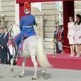 Le roi Felipe VI et la reine Letizia d'Espagne ont accueilli le président argentin Mauricio Macri et son épouse Juliana Awada en visite officielle le 22 février 2017 à l'occasion d'une cérémonie protocolaire organisée dans la cour de l'arsenal du palais royal, à Madrid.