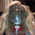 Sur Snapchat, Katy Perry a révélé qu'elle portait une perruque depuis qu'elle est devenue blonde. Photo publiée à la fin du mois de février 2017