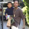 Amber Rose et son mari Wiz Khalifa emmènent leur fils Sebastian jouer au parc à Los Angeles, le 16 décembre 2015.