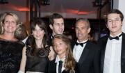 Paul Belmondo et sa famille sur le tapis rouge des César 2017.
