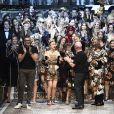 """Stefano Gabbana, Dolce Domenico et les mannequins du défilé de mode prêt-à-porter automne-hiver 2017/2018 """"Dolce & Gabbana"""" à Milan, le 26 février 2017."""