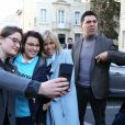 Emmanuel Macron arrive à la gare d'Avignon avec sa femme Brigitte Macron (Trogneux) dans le cadre de son déplacement à Carpentras, 17 février 2017. © Dominique Jacovides/Bestimage