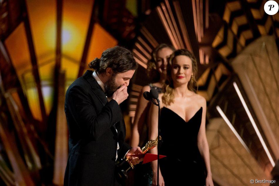 Casey Affleck reçoit l'Oscar du meilleur acteur pour le film 'Manchester by the Sea' sous les yeux de Brie Larson - le 26 février 2017