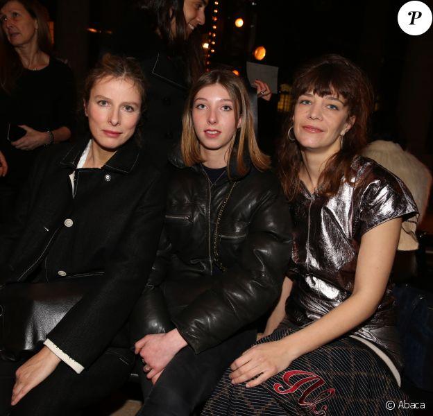 Karin Viard, sa fille Simone Machuel et Céline Sallette - Défilé Isabel Marant, collection automne-hiver 2017-18 à Paris. Le 2 mars 2017.