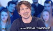 """L'humoriste Guillermo Guiz, ex-compagnon de Tatiana Silva, dans """"Salut les Terriens !"""" sur C8. Le 4 mars 2017."""