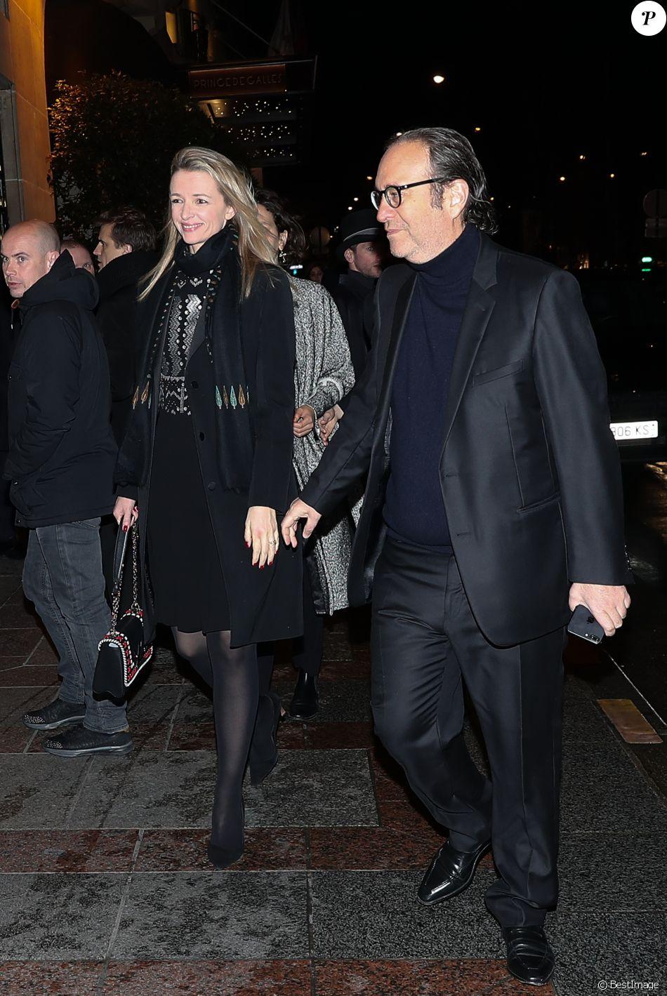 Delphine Arnault et son compagnon Xavier Niel arrivent à la soirée du  magazine CR Fashion Week à l\u0027hôtel Four Seasons George V à Paris, le 4 mars  2017.