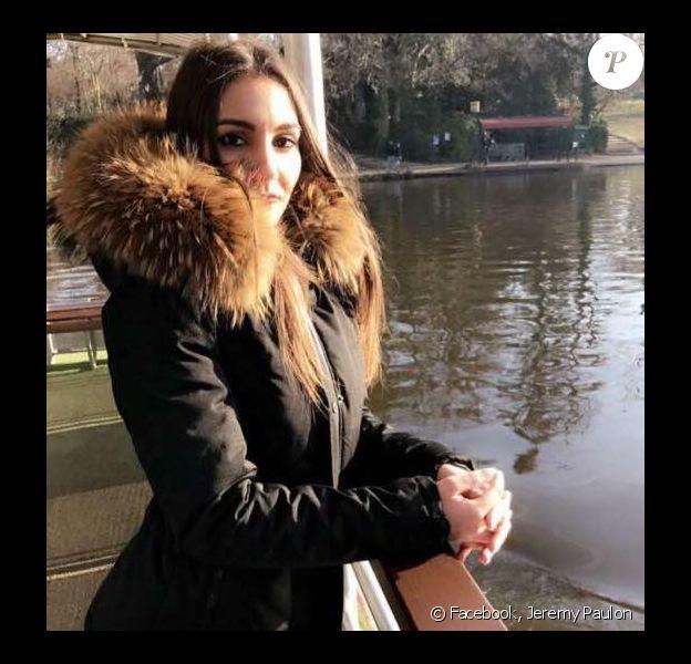 Claire Ponchy, photo de profil de la page Facebook créée à sa mémoire par son petit ami Jeremy Paulon - dernière photo qu'il ait prise d'elle, à Paris, a-t-il précisé - suite à sa mort dans un accident de la route impliquant le van de la chanteuse Jenifer, dans la nuit du 5 au 6 mars 2017.