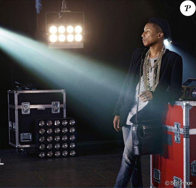 """Pharrell Williams apparaît sur la nouvelle campagne publicitaire Chanel, pour le sac """"Gabrielle"""". Mars 2017."""