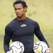 Bruno : Après le meurtre sordide de son ex, le footballeur retrouve un club