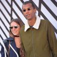 """Stromae, se laisse pousser les cheveux, et sa femme Coralie Barbier - People sortant du défilé de mode """"Louis Vuitton"""", collection prêt-à-porter Printemps-Eté 2017 à Paris, le 5 octobre 2016."""