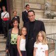 Thierry Ardisson, son ex-femme Béatrice et leurs filles Manon et Nion au défilé Christian Lacroix en juillet 2000