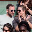 Fred Testot et sa compagne - People dans les tribunes des Internationaux de France de tennis de Roland Garros à Paris. Le 1er juin 2015.