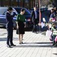 Le prince Carl Philip et la princesse Sofia de Suède le 17 mars 2017 lors de l'inauguration d'un centre de loisirs dans la banlieue de Stockholm. Le 23 mars, le couple a annoncé attendre son second enfant.