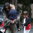 Kourtney Kardashian et ses enfants Mason et Penelope à Woodland Hills. Le 21 février 2017.