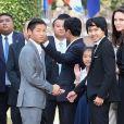 """Pax et Maddox Jolie-Pitt - Angelina Jolie, radieuse et souriante, rend visite au roi du Cambodge Norodom Sihamoni pour la projection de son film accompagnée de ses six enfants à Siem Reap le 18 février 2017. Son film """"D'abord ils ont tué mon père"""" (First They Killed My Father) raconte l'histoire vraie de l'activiste américano-cambodgienne Loung Ung ayant survécu aux atrocités du régime des Khmers rouges..."""