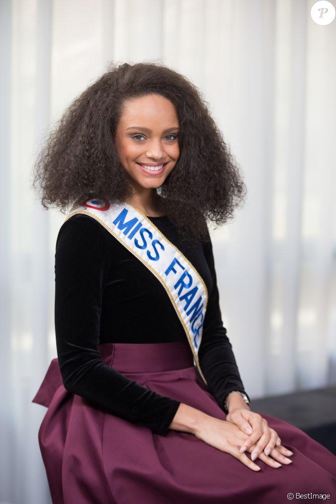 Exclusif rendez vous avec la belle alicia aylies miss france 2017 dans les locaux de webedia - Miss france 2017 interview ...