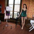 """Emmanuelle de """"Top Model"""" sur M6 pose au Salon International de la lingerie"""