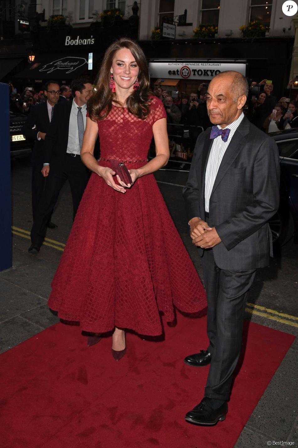Kate Middleton, duchesse de Cambridge, en robe Marchesa, a assisté à la première de la comédie musicale 42nd Street donnée au Théâtre royal de Drury Lane à Covent Garden au profit des hôpitaux pour enfants East Anglia's Children Hospices (EACH) dont elle est la marraine.
