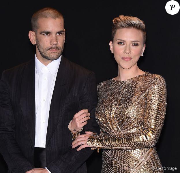 Scarlett Johansson et Romain Dauriac au défilé Tom Ford Automne/Hiver pour femme à Los Angeles, le 20 février 2015
