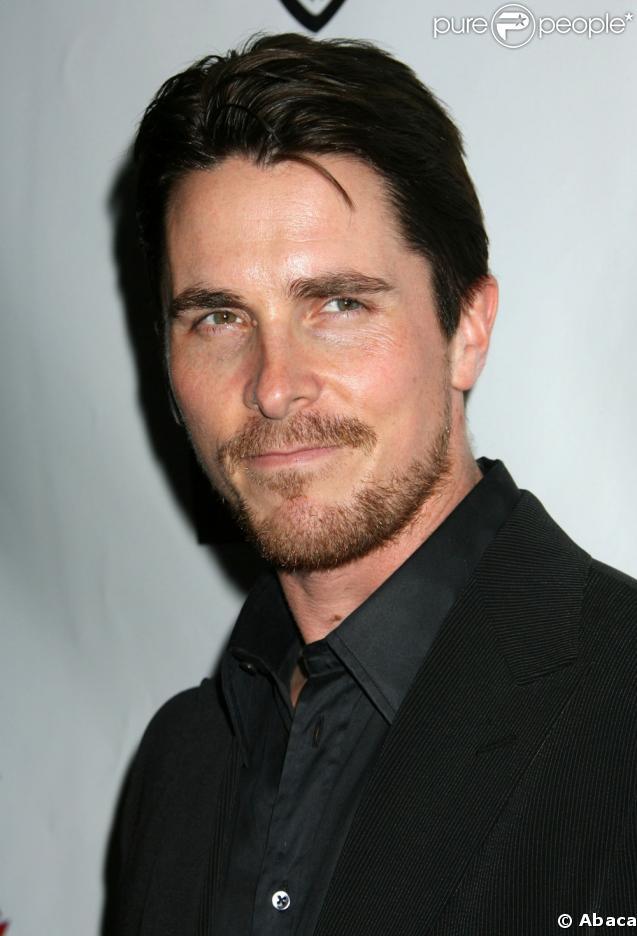 Christian Bale n'est-il pas sexy avec sa mine de super-héros ? Pourtant, il n'a pas été toujours au top de sa forme et il remporte la palme du...yo-yo !