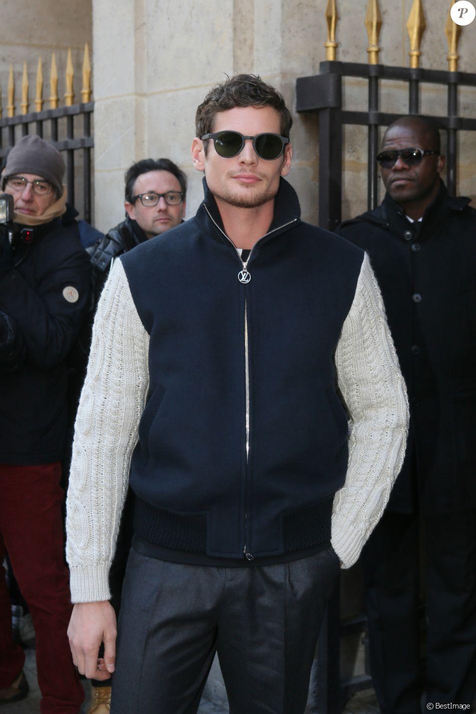 Jérémie Laheurte au défilé de mode \u0026quot;Louis Vuitton\u0026quot; homme  collection Automne/Hiver