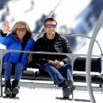 """Emmanuel Macron, candidat à l'élection présidentielle pour son mouvement """"En Marche!"""" et sa femme Brigitte Macron (Trogneux) dans la station de ski Grand Tourmalet (La Mongie / Barèges), France, le 12 avril 2017. Ils empruntent un télésiège pour se rendre dans le restauant d'altitude pour le déjeuner. C'est un retour au source pour le candidat à la présidentielle. C'est en effet là que dans sa jeunesse, il a appris à marcher et à skier. A la fin d'un repas partagé avec ses proches, il n'a pas failli à la tradition en entonnant l'un des hymnes pyrénéens, """" Montagne Pyrénées"""". © Dominique Jacovides/Bestimage"""