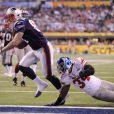 Aaron Hernandez des New England Patriots inscrit un touchdown lors du Super Bowl XLVI au Lucas Oil Stadium d'Indianapolis, le 5 février 2012