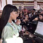 Rihanna : La superstar devient caissière et vend ses vêtements