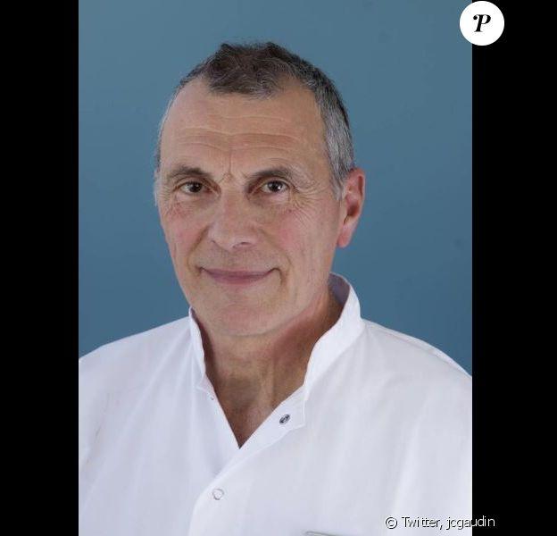 Jean-Claude Gaudin (maire de Marseille) rend hommage au chirurgien Jean-Pierre Franceschi décédé dans le crash d'un avion le 17 avril 2017 au Portugal.
