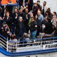 Jean-Luc Mélenchon, candidat à l'élection présidentielle 2017, et les insoumis embarquent pour une balade à bord de la péniche insoumise à Paris le 17 avril 2017 © Stéphane Lemouton/Bestimage