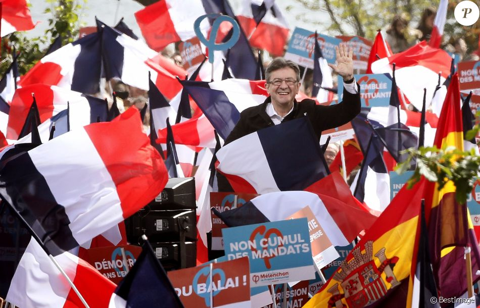 "Jean-Luc Mélenchon candidat à l'élection présidentielle pour son parti ""La France Insoumise"" prend la parole sur le site de son grand meeting-pique-nique en plein air à Toulouse le 16 avril 2017. © Patrick Bernard / Bestimage"
