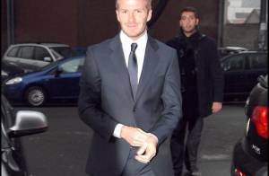 Quand David Beckham fait son show à Milan : un défilé à lui tout seul... mais Victoria ne le lâche pas !