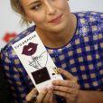"""Maria Sharapova présente son nouveau chocolat """"Sugarpova"""" au supermarché Azbuka Vkusa au centre commercial Lotte Plaza, à Moscou, le 1er février 2017."""