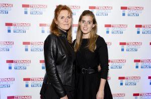 Princesses Beatrice et Eugenie : Oiseaux de nuit avec leur mère Fergie