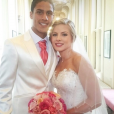Raphaël Varane et sa femme Camille (Tytgat), ici lors de leur mariage au Touquet le 20 juin 2015, attendent leur premier enfant pour le printemps 2017. Photo Instagram.