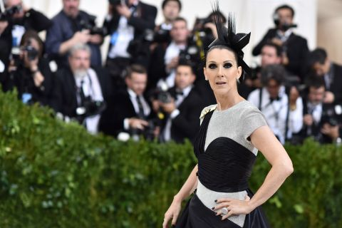 Céline Dion : Hot-dog et haute couture, la photo qui régale !