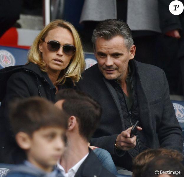 Cécile de Ménibus et son compagnon Thierry - Célébrités dans les tribunes du parc des princes lors du match de football de ligue 1 PSG-Bastia le 6 mai 2017.