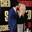 Kate Hudson embrasse son chéri Danny Fujikawa lors de la première Snatched au Regency Village Theater, Los Angeles, le 10 mai 2018.