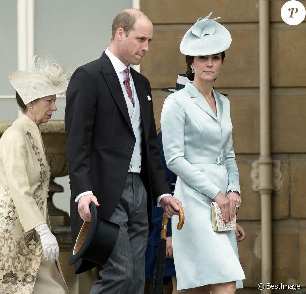 Le prince William et Kate Middleton, duchesse de Cambridge, lors de la première garden party de 2017 dans les jardins du palais de Buckingham, le 16 mai 2017 à Londres.