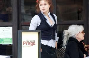 Helena Bonham Carter est devenue serveuse... ah non c'est son nouveau look improbable !