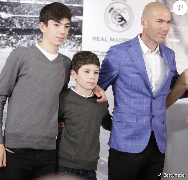 Zinedine Zidane devient l'entraineur du Real de Madrid et remplace ainsi Rafael Benítez lors d'une cérémonie au Stade Santiago Bernabéu à Madrid le 4 janvier 2016.