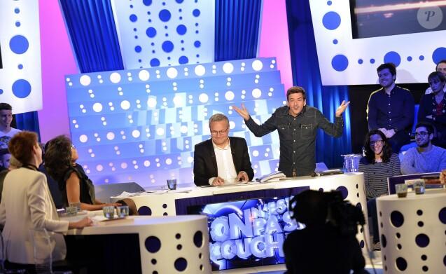 """Exclusif - Laurent Ruquier et Marc-Antoine Le Bret - Marc-Antoine Le Bret sur le plateau de """"On n'est pas couché"""" de Laurent Ruquier sur France 2 à Paris le 21 décembre 2015. © Veeren/Bestimage"""